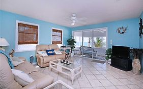 Beach House, 3 Bedrooms, Sleeps 6, Wifi, Gulf Front Cottage