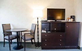 Econo Lodge Inn And Suites Kamloops