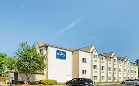 Microtel Inn & Suites by Wyndham Roseville Detroit Area