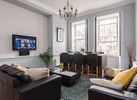 Central, Inviting History Infused 2 Bedroom Flat photos Exterior