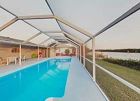 Waterfront 4Br W/ Pool & Dock Home photos Exterior