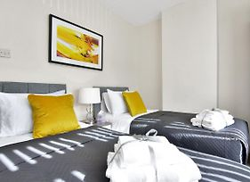 Xclusive Living Stay Near Airport & Nec, The Whitecroft photos Exterior