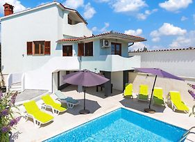 Three-Bedroom Holiday Home In Pula photos Exterior