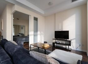 Luxurious 2 Bedroom Waterfront Condo In Dt - Modern Renovated photos Exterior