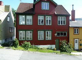 Red Old House Tromso Apartment photos Room
