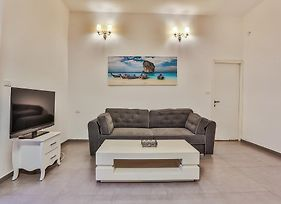 Chic Apartments By The Beach photos Room