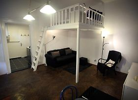 Trendy Equipped Apartment photos Room