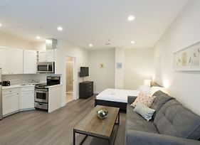 Modern Studio In Downtown Crossing By Sonder photos Exterior
