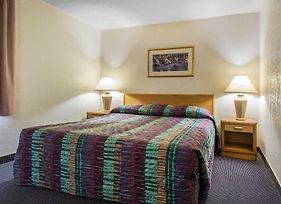 Rodeway Inn & Suites photos Room