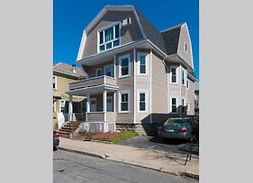 Entire 3-Bedroom Apartment Close To Boston And City Center photos Exterior