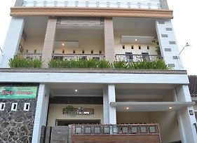 Griya Nelwan Guest House photos Exterior
