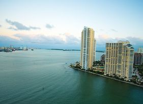 Bayfront Suites By Yourent photos Exterior