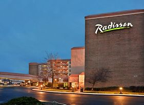 Radisson Hotel Cleveland Airport West photos Exterior