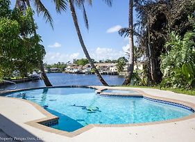 Waterfront Pool Paddleboards Tiki Hut photos Exterior