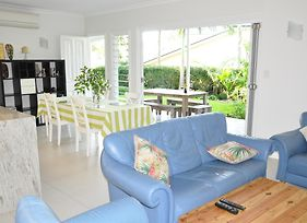 Modern 3 Bedroom Apartment In Traditional Queenslander , Patio, Leafy Yard, Pool photos Exterior