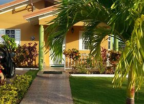 Emerald Estate Gated Com.Munity-15 Mins Drive To Ochi photos Exterior