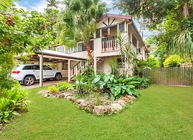 Edge Hill Holiday Home / Cairns photos Exterior