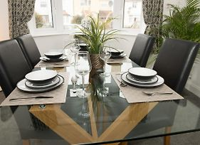 Arma Short Stays - Beautiful Modern 3 Bedroom House - Private Parking & Garden photos Exterior