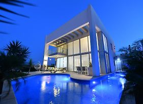 Turquoise Apartment With Pool photos Exterior