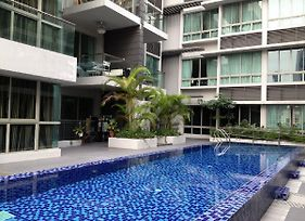 Condo Apartmt With Pool/Gym-Minwalk To 3 Mrt photos Exterior