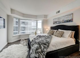 Lux 2 Bedroom Master Suite In Yorkville photos Exterior