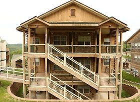 Pool Hot Tub Free Wifi 2.2 Miles From Silver Dollar City #703601 2 Bedroom Condo photos Exterior