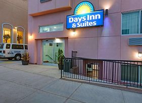 Days Inn & Suites By Wyndham Ozone Park/Jfk Arpt photos Exterior