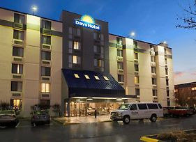 Days Hotel By Wyndham University Ave Se photos Exterior