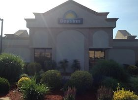 Days Inn By Wyndham Salisbury photos Exterior