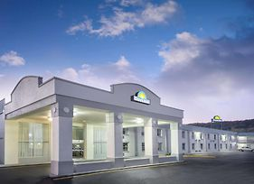 Days Inn By Wyndham Roanoke Near I-81 photos Exterior