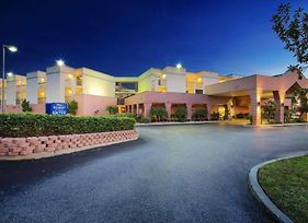 Baymont By Wyndham Tampa Near Busch Gardens photos Exterior