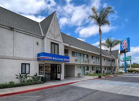 Motel 6 Anaheim Stadium - Orange photos Exterior