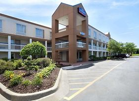 Howard Johnson By Wyndham Romulus Detroit Metro Airport photos Exterior