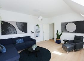Outstanding Designer Apt In The Heart Of The City photos Exterior