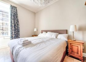 Beautifully Presented, Well Located, 2 Bed Apt photos Exterior
