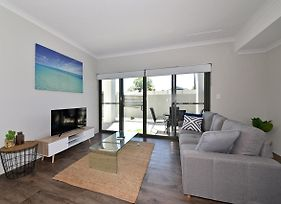 Modern Apartment Redcliffe Near Perth Airport: 0126 photos Exterior