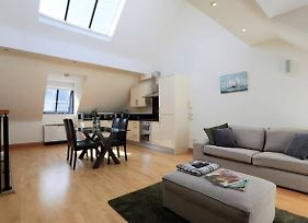 Superbly Located Bright And Airy Mews. photos Exterior