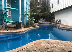 5 Bedroom - Sleeps 8! Steps From Bourbon Street! photos Exterior