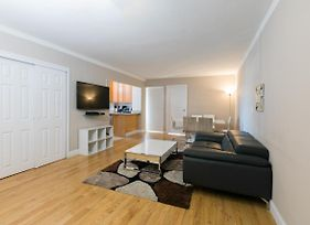 Bloc Away From Central Park Three-Bedroom Apartment With Private Balcony photos Exterior