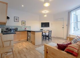Charming 2 Bedroom Property In Clapham photos Exterior