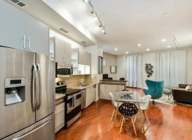 Stylish Center City 1Bd Apartment photos Exterior