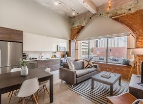Stylish & Walkable 2 Bdrm In Heart Of Downtown photos Exterior
