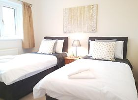 Oceana Accommodation- Spinney House, Stunning Southampton Property, Sleeps 10, Parking, Great For Families photos Exterior