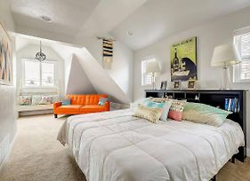 Newly Renovated Victorian Home In Rino Sleeps 12! photos Exterior