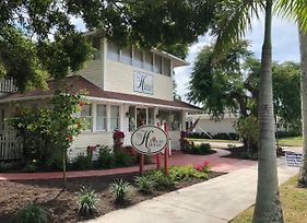 The Hibiscus House Bed & Breakfast photos Exterior