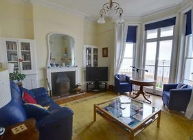 Traditional Holiday Home In Hythe Kent On The Beachfront photos Exterior