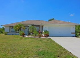 Three Bedroom,Two Bathroom, Pool Home With Extended Lanai. photos Exterior