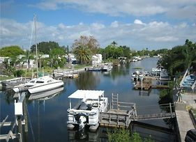 Bring Your Boat! Direct Waterfront. Home photos Exterior