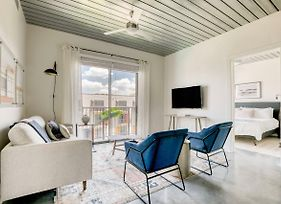 Hip, Modern And Stylish 2Br With Pool By Lodgeur photos Exterior