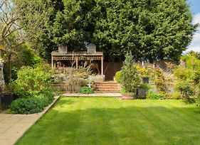 Old Yardleys Birmingham & Solihull - Large 6 Bedroom House & Gardens - 10 Beds & Parking For 5 Cars photos Exterior